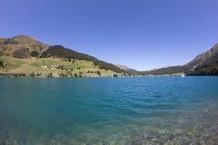 Озеро Давос в ¼ Graubà nden взгляд Швейцарии в лете Стоковое Изображение