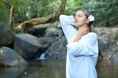 озеро девушки стоковое фото rf