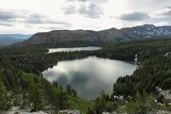 Озеро Джордж и озеро Mary в мамонтовых озерах Стоковые Изображения