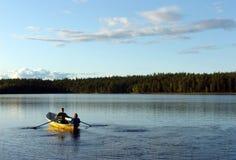 Озеро лес. Шлюпка Стоковые Изображения