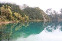 Озеро зеркал в национальном парке Jiuzhaigou Сычуань Китая Стоковое Изображение RF