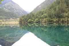 Озеро зеркал в национальном парке Jiuzhaigou Стоковые Изображения RF
