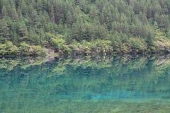 Озеро зеркал в национальном парке Jiuzhaigou Стоковые Фото