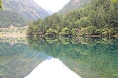 Озеро зеркал в национальном парке Jiuzhaigou Стоковое Изображение RF