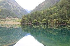 Озеро зеркал в национальном парке Jiuzhaigou Стоковое Фото