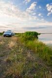 Озеро и автомобиль Стоковая Фотография RF