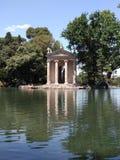 Озеро и висок вилл borghese в Риме Стоковые Фото