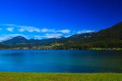Озеро и гора в Hallstatt Стоковая Фотография RF