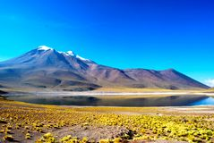 Озеро и гора стоковое фото