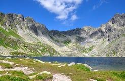 Озеро и горы высокое Tatras, Словакия, Европа стоковое изображение rf