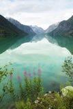 Озеро и горы в Норвегии Стоковая Фотография