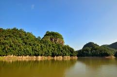 Озеро и горы в Фуцзяне, к югу от Китая Стоковые Изображения RF