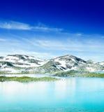 Озеро и горы Стоковое фото RF