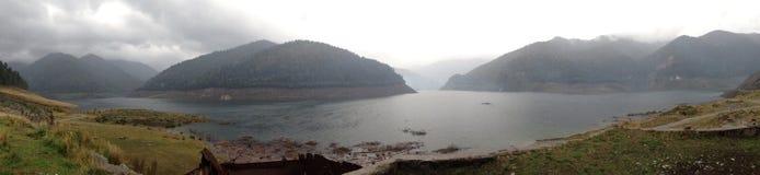 Озеро и горы Стоковое Изображение