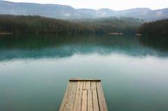 Озеро и горы Стоковые Изображения