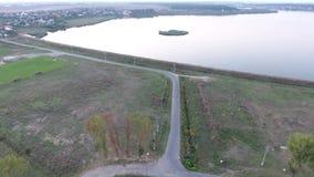 Озеро и земля увиденные от трутня видеоматериал