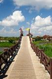 Озеро и небо моста перемещения Стоковая Фотография RF