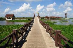 Озеро и небо моста перемещения Стоковое Изображение RF