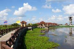 Озеро и небо моста перемещения Стоковые Изображения