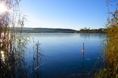озеро и небо стоковая фотография rf