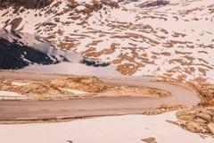 Озеро и дорога Djupvatnet к горе Норвегии Dalsnibba Стоковые Изображения RF