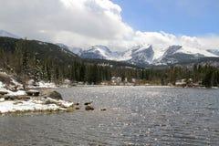 Озеро и пики национальный парк скалистой горы Стоковое Фото
