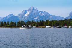 Озеро и рыбацкие лодки Стоковые Изображения