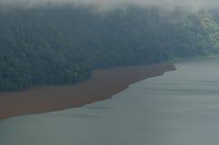 озеро и темная земля Стоковые Фото
