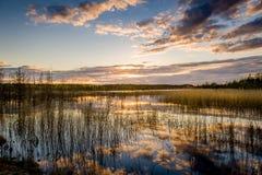 Озеро и bautiful заход солнца Стоковое Фото