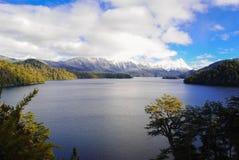 Озеро и mounstains стоковые фотографии rf
