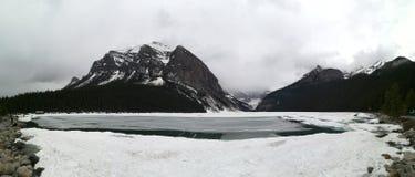 озеро Канады смычка alberta banff обнаружило местонахождение национальный парк Стоковые Фото