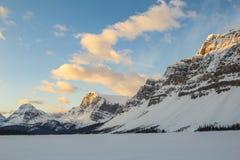 озеро Канады смычка alberta banff обнаружило местонахождение национальный парк стоковое фото