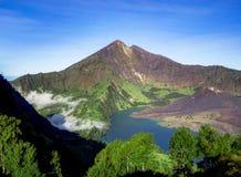 Озеро кратера вулкана держателя Rinjani Lombok Индонезии Стоковая Фотография