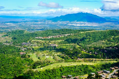 Озеро кратера Taal увиденное от наклонов сильно активного taal вулкана tagaytay в Филиппинах, парка горы tagaytay Стоковые Изображения