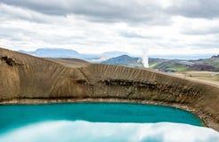 Озеро кратера Viti красивое цвета бирюзы расположенного в Исландии Стоковые Изображения RF