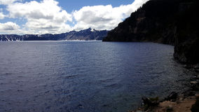 Озеро кратер от берега Стоковые Фото