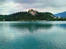 Озеро кровоточило Словению - вода и остров Стоковое Изображение