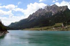 Озеро между горами, Швейцария Стоковые Изображения RF
