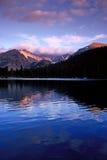Озеро медвед, национальный парк скалистой горы стоковые изображения rf