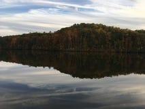 озеро мирное стоковые фотографии rf