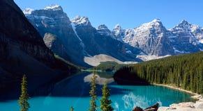 Озеро морен в национальном парке Banff, Альберте Стоковые Изображения