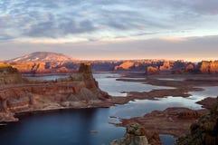 озеро над заходом солнца powell Стоковое Изображение RF