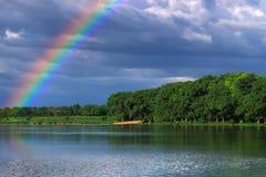 озеро над радугой Стоковые Фотографии RF