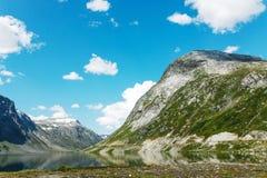 Озеро на верхней части гор, Норвегии Стоковые Фотографии RF