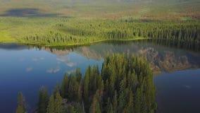 Озеро на восходе солнца, Альберта пирамид, Канада акции видеоматериалы