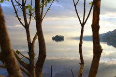 Озеро на заходе солнца Стоковые Фото
