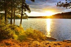 озеро над заходом солнца Стоковое Фото