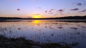 Озеро на заход солнца-заходе солнца Стоковое Изображение