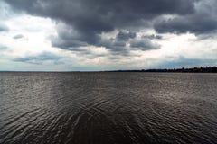 озеро над штормом стоковое фото rf