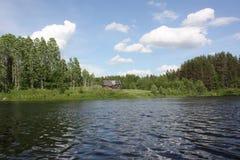 Озеро на ясный день Стоковое Изображение